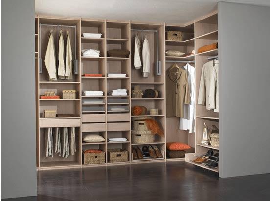 des pi ces avoir dans son dressing le barboteur. Black Bedroom Furniture Sets. Home Design Ideas