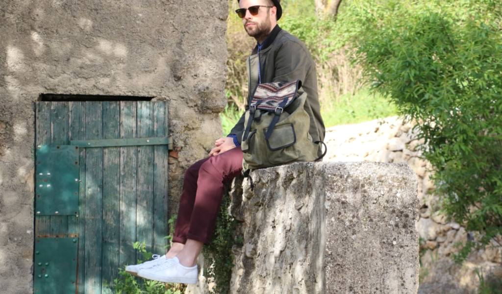 lebarboteur-look-chino-chemise-lunettes-baskets