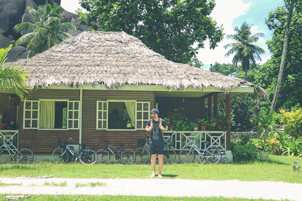 ladigue-island-randonnee-guide
