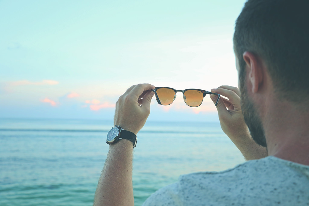 lunettes-rayban-plage-look-homme