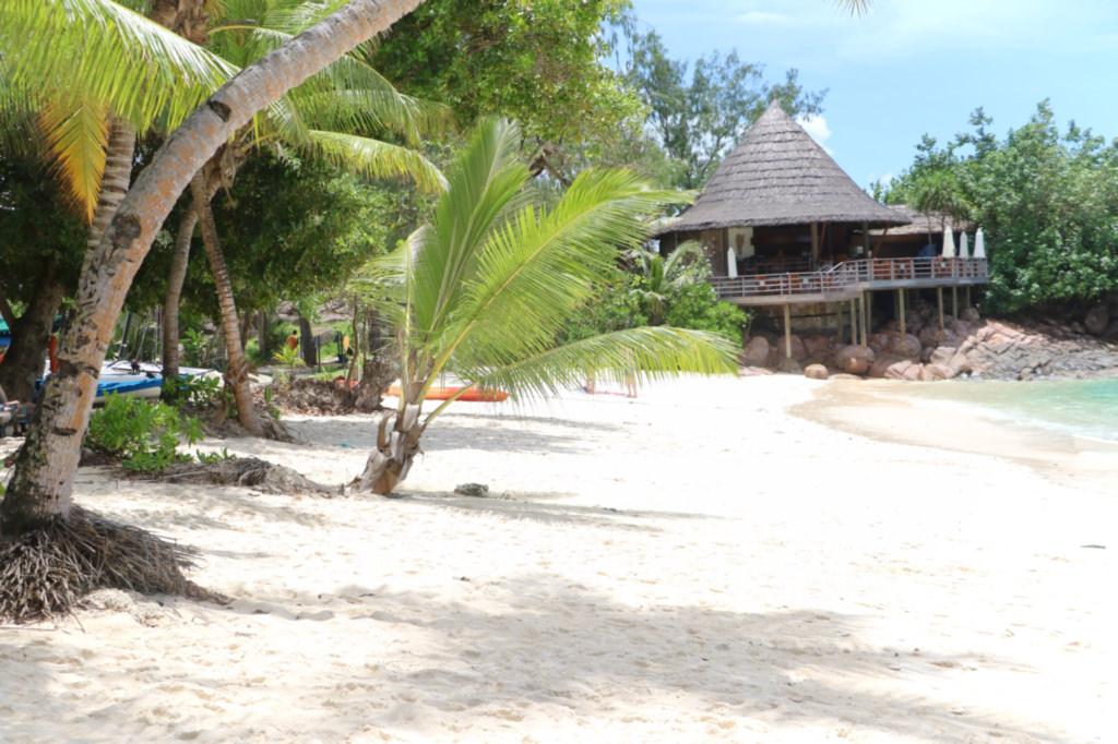 plage-anse-georgette-praslin-seychelles
