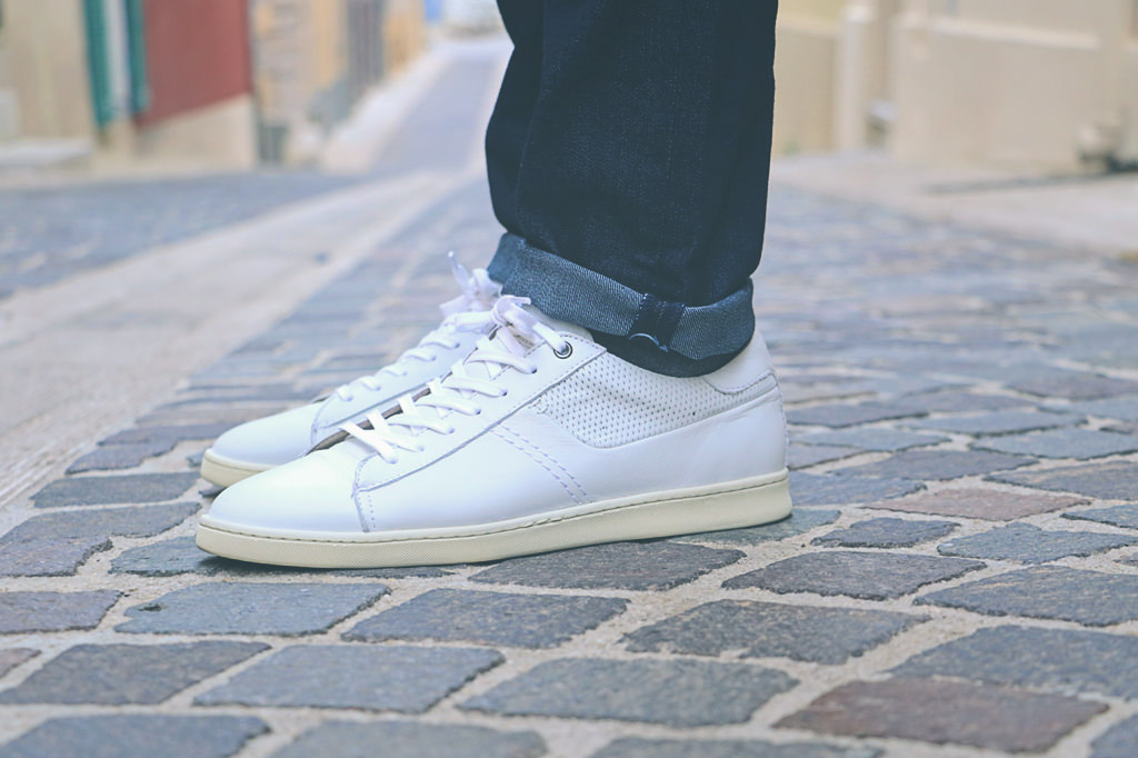 sneakers-blanches-jean-brut
