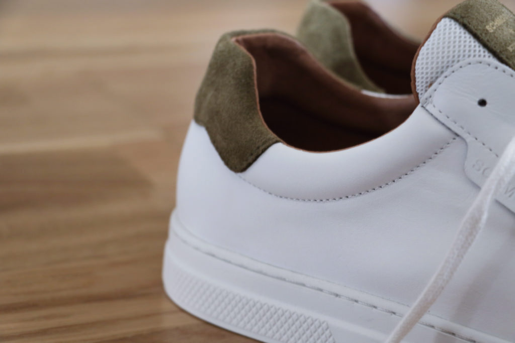 sneakers-blanches-cuir-suede