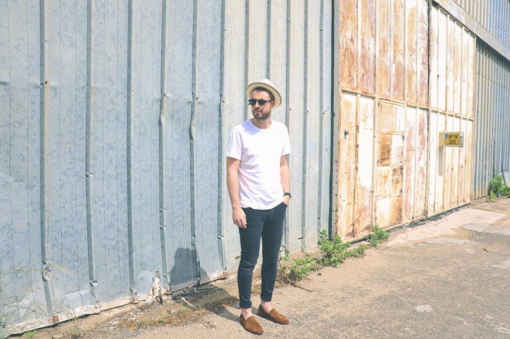tshirt-blanc-jean-noir