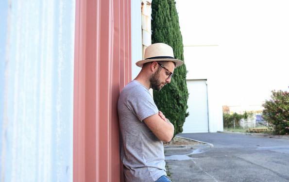 t-shirt-gris-basique-homme