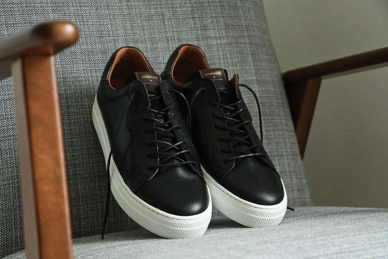 baskets-noir-semelle-blanche