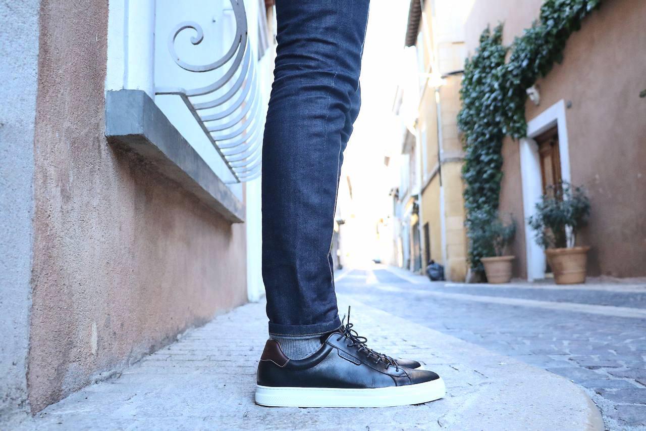 sneakers-noir-semelle-blanche