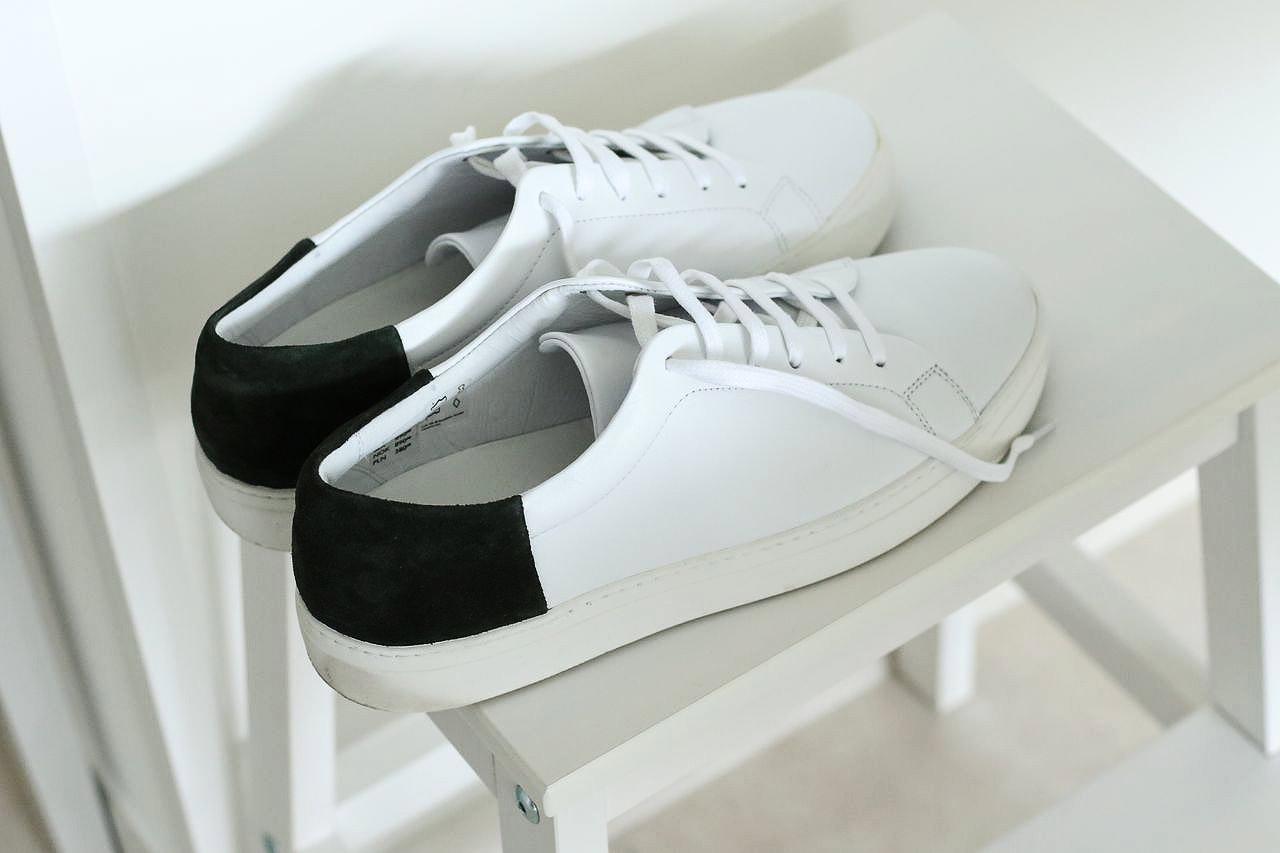 baskets-blanches-en-cuir