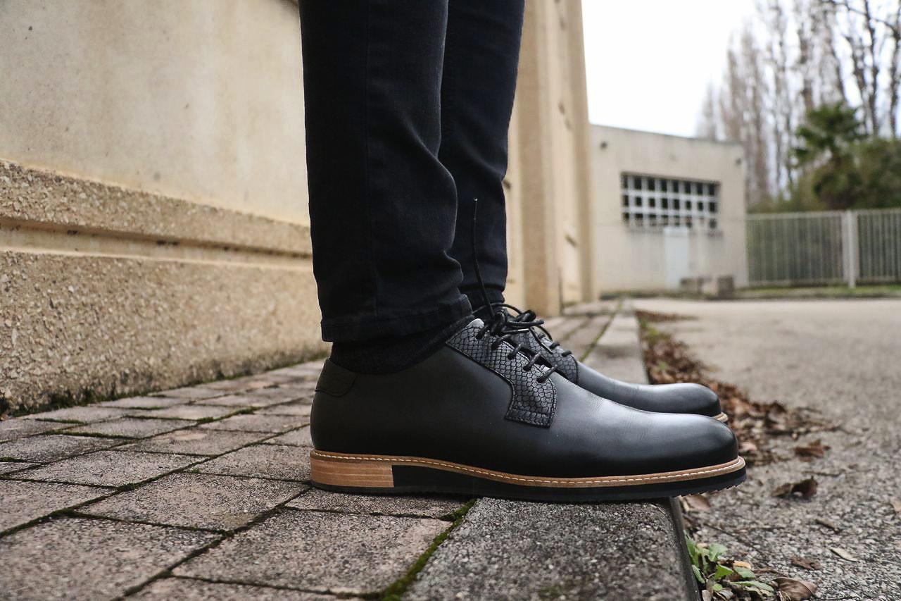 chaussures-noir-semelle-bois