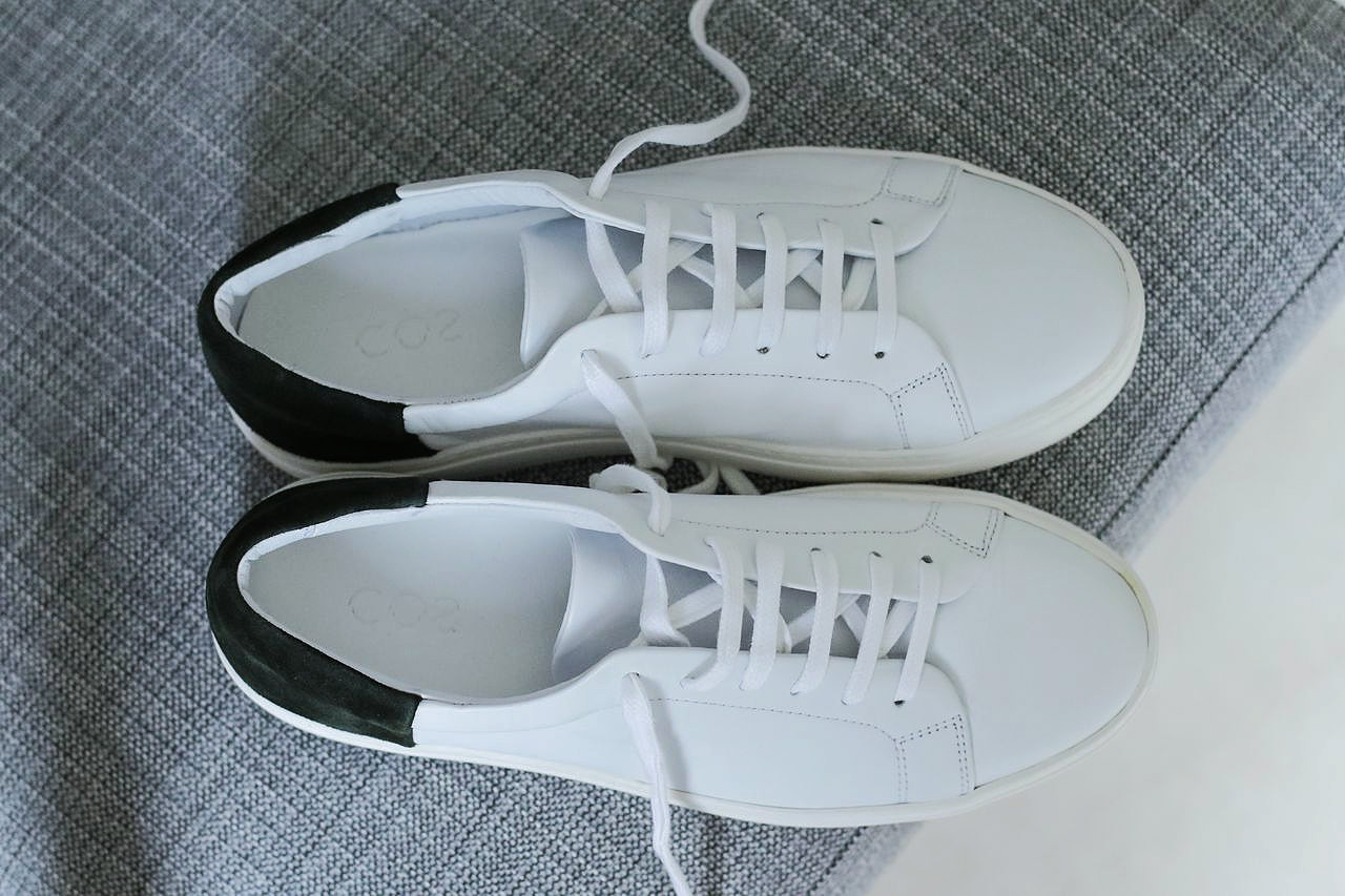 minimalist-style-sneakers