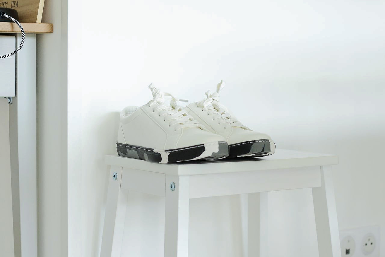sneakers-blanches-camouflage