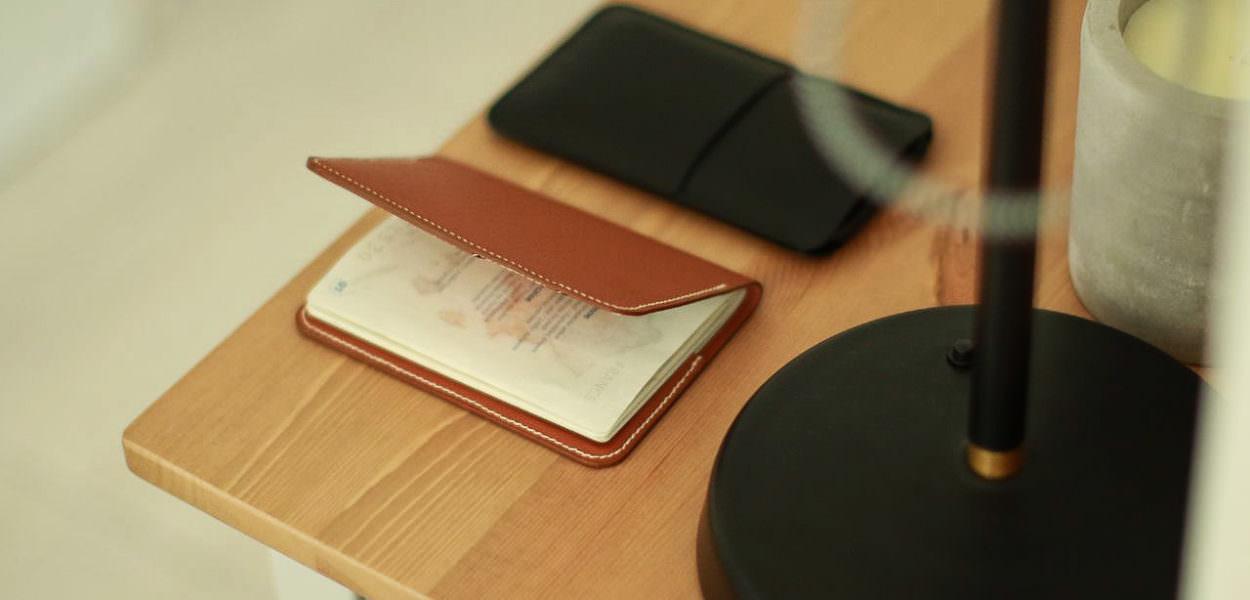 porte-passeport-en-cuir-laperruque