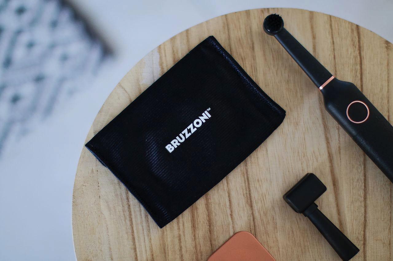 brosse dents design bruzzoni le barboteur. Black Bedroom Furniture Sets. Home Design Ideas