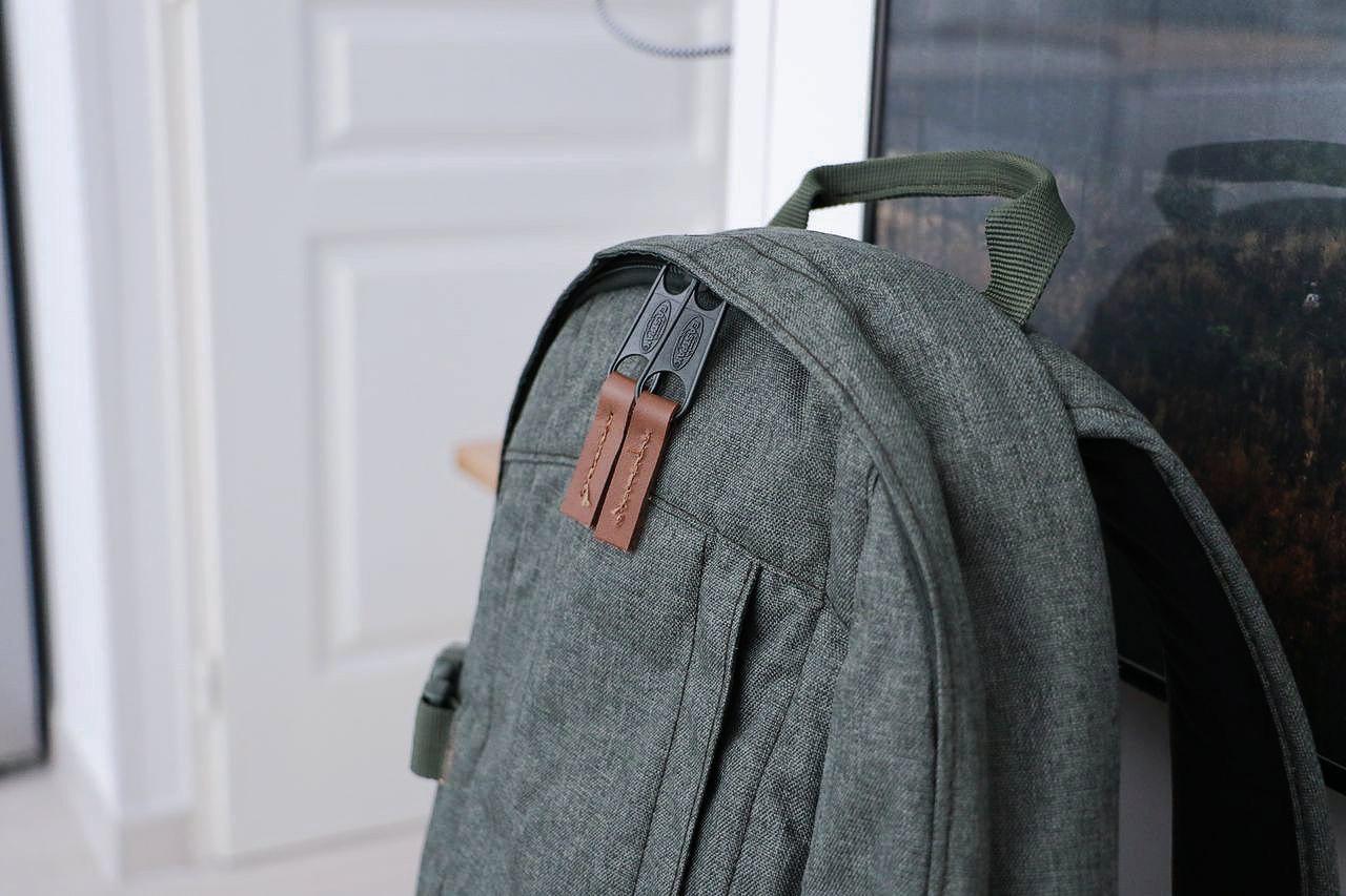 sac dos de sport pour le v lo eastpak le barboteur. Black Bedroom Furniture Sets. Home Design Ideas