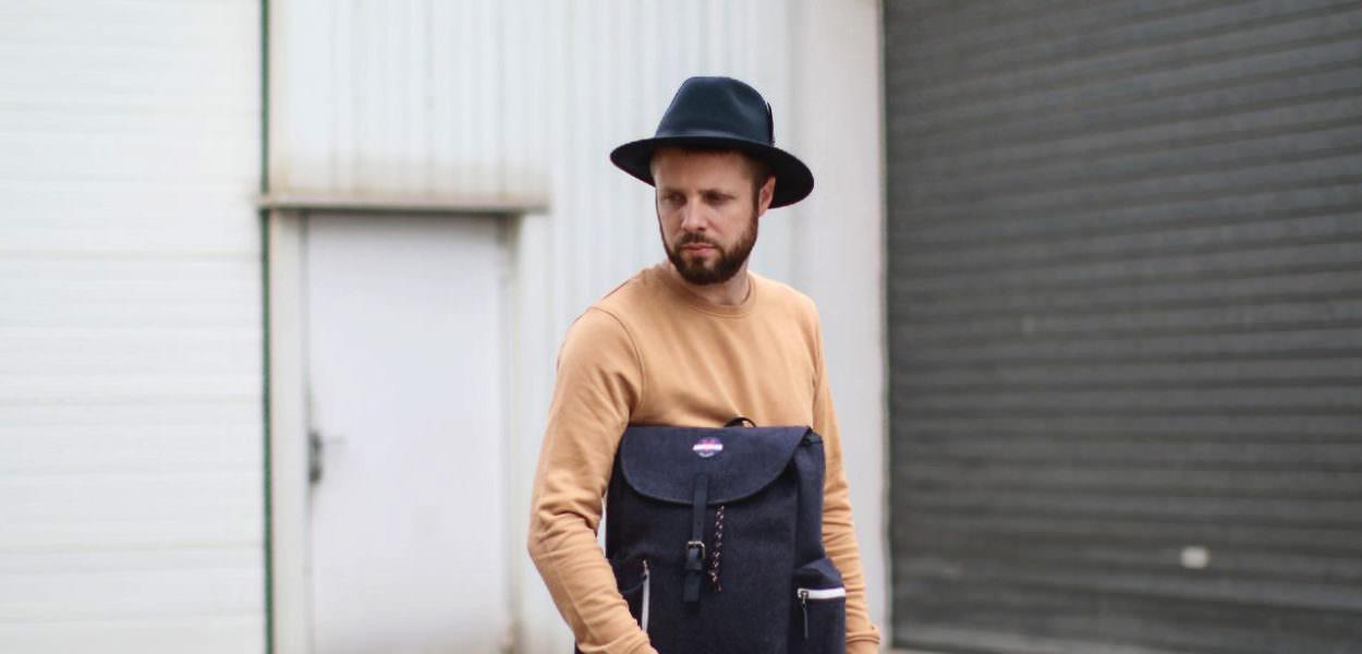 chapeau-en-feutre-bleu