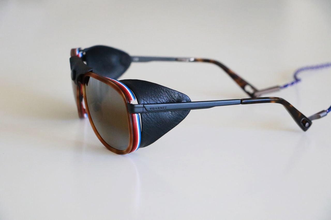 6ec48927d236e7 Si elle est surpassée par Ray-Ban comme marque de lunettes de soleil mode,  elle n en est pas moins une marque à très grande renommée dans ce milieu,  ...