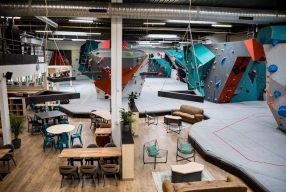 Découvrez la grimpe et le réseau du leader des salles d'escalade de bloc à Paris : Vertical Art